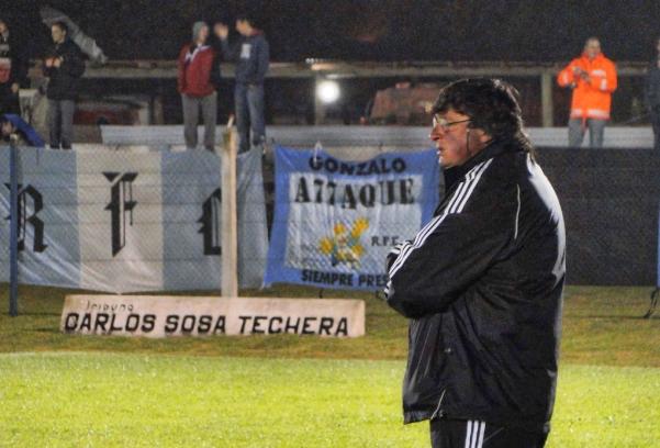 José Luis Bitabáres entrenador del lider del Campeonato.